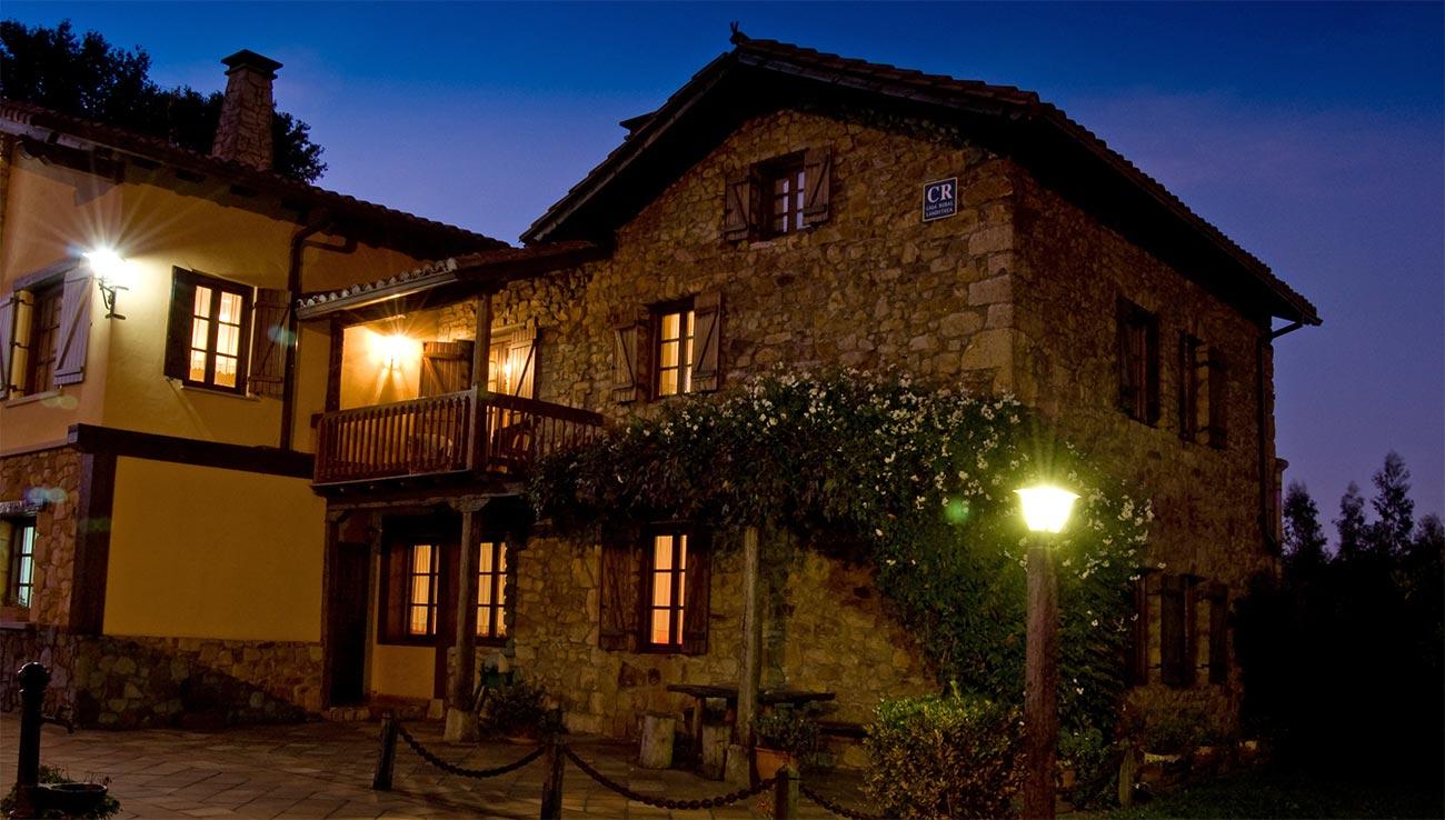 Vista nocturna de Casa Rural Matsa